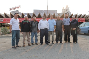 Singgah di pekan koboi untuk makan, sebijik dalam citer daaa.,,sudah 3 jam berjalan ada 3 jam lagi sebelum tiba di Rafah.